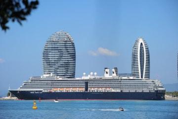 海南省三亜に今年初の海外豪華客船が入港