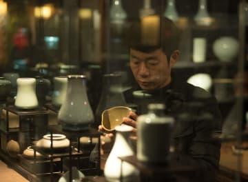 伝統の上に革新重ねる青磁職人のこだわり 浙江省竜泉市