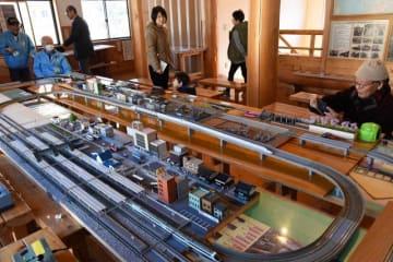 御殿場線を走ったD52などの模型が走る山北・鉄道模型エキシビション=山北町山北の山北町鉄道資料館