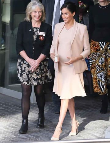 Pregnant Meghan Markle Stuns On First Visit As Royal Patron Of London National Theater