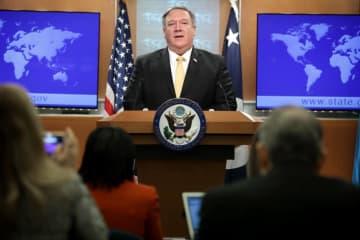 1日、中距離核戦力(INF)廃棄条約の破棄通告を発表するポンペオ米国務長官=ワシントン(ゲッティ=共同)