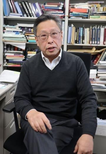 「抜本的な選挙制度改革を検討しなければいけない」と語る野中教授=東京都豊島区、学習院大