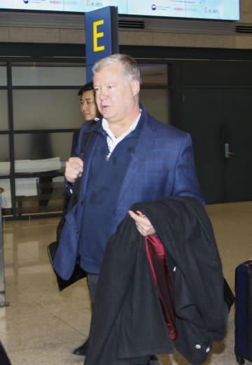 3日、韓国の仁川国際空港に到着した米国のビーガン北朝鮮担当特別代表(共同)