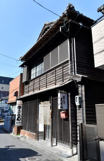 立て替えのため3月から解体される「重乃井」=宮崎市川原町