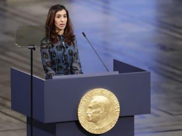 オスロでのノーベル平和賞授賞式で演説するムラド氏=2018年12月10日(AP=共同)