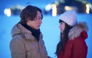 登坂広臣×中条あやみ - (C) 2019 映画「雪の華」製作委員会