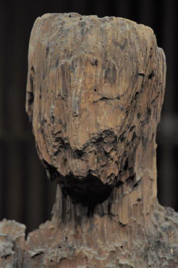 「びわ湖長浜 KANNON HOUSE」で展示されている「いも観音」=東京・上野