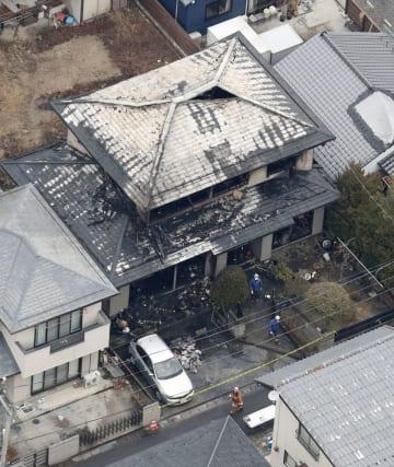 全焼した福島県郡山市の住宅=6日午前9時17分(共同通信社ヘリから)