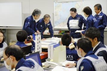 東京電力柏崎刈羽原発での事故を想定し、新潟県庁で実施された机上訓練=6日午前