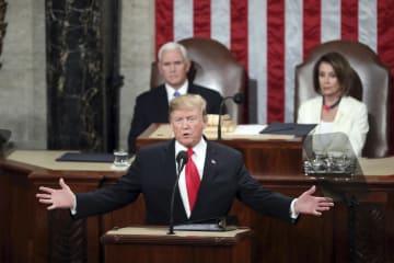 5日、米連邦議会議事堂で一般教書演説をするトランプ大統領=ワシントン(AP=共同)