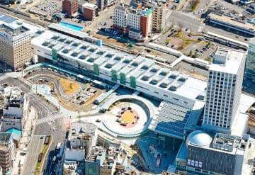 26年かけ区画整理事業が完了したJR福井駅周辺。2016年3月には西口広場(写真手前)の供用が始まった(福井新聞社ヘリから)