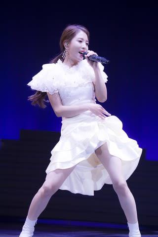 """「BoA THE LIVE 2018 """"X'mas""""」でパフォーマンスを披露するBoAさん"""
