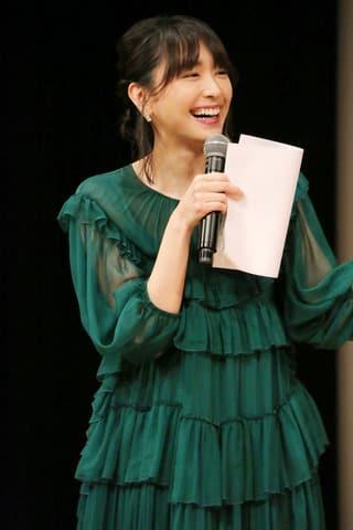 「第61回ブルーリボン賞」の授賞式の司会を務めた新垣結衣さん