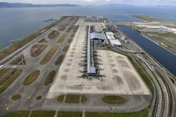 関西空港。中央は第1ターミナルビル=2018年9月