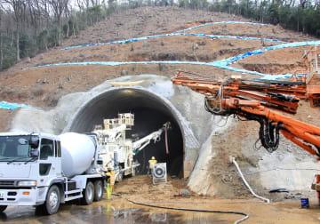 掘削が始まった北陸新幹線の「深山トンネル」の工事現場=福井県敦賀市