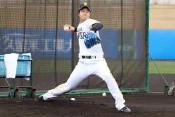 打撃投手として登板したソフトバンク・甲斐野央【写真:福谷佑介】