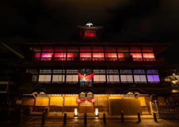 道後温泉本館神の湯棟で、 ネイキッドによるライトアップがスタート (C)TEZUKA PRODUCTIONS