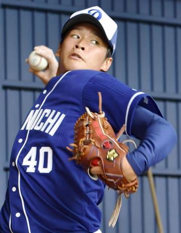 1軍の練習で速球を投げ込む中日・石川翔=北谷