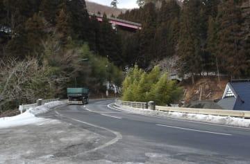 一関市と陸前高田市を結ぶ国道343号笹ノ田峠。新トンネル建設の見通しは立っていない