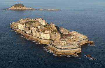 世界遺産登録を目指す端島(通称・軍艦島)=長崎市沖