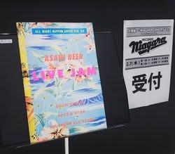 当時のコンサートパンフレット(現物)が展示された試聴会入口