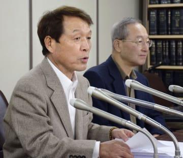 冤罪被害者の会の設立について記者会見する桜井昌司さん(左)と二本松進さん=8日午後、東京・霞が関の司法記者クラブ