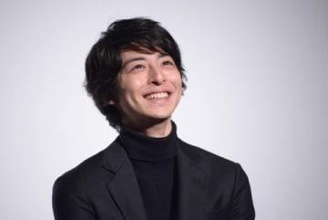 主演映画「笑顔の向こうに」の完成披露上映会に出席した高杉真宙さん