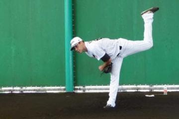 ブルペンで投球を行ったロッテのブランドン・マン【写真:佐藤直子】