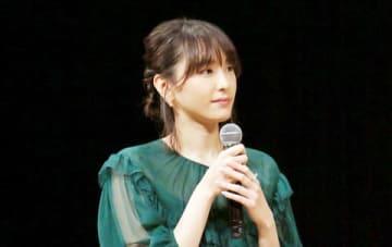 「第61回ブルーリボン賞」の授賞式で司会を務めた新垣結衣さん