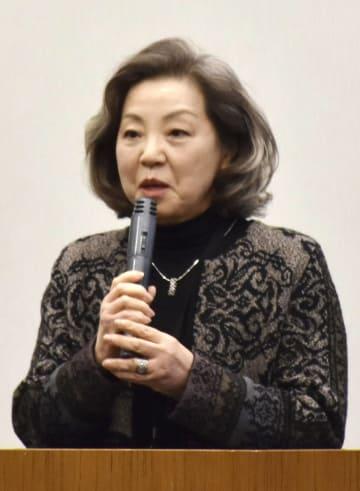 著作権法改正を巡って開かれた集会で発言する日本マンガ学会の竹宮恵子会長=8日、国会