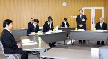 福井県池田町で開かれた、教育大綱改定について協議する総合教育会議=8日午後