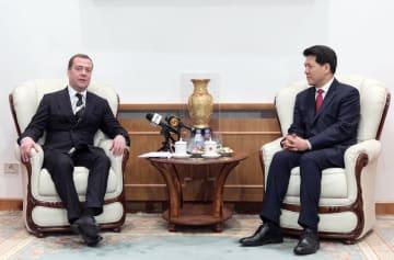 ロシア首相、中国大使館で旧暦新年を祝う