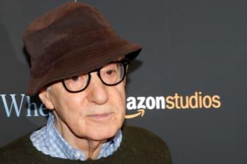 2月7日、米映画監督のウディ・アレン氏(83)が、アマゾンの映画製作部門アマゾンスタジオが新作映画の配給と4本の映画製作契約に違反したとして、同社に対し6,800万ドル(約74億6,000万円)超の損害賠償を求める訴訟を起こした。 - (2019年 ロイター/Brendan McDermid)
