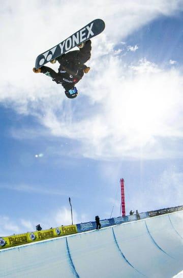 スノーボードの世界選手権ハーフパイプ男子で2位になった戸塚優斗=パークシティー(ゲッティ=共同)