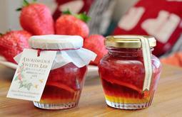 完成したコンフィチュール「苺のハニーポット~淡路島産日本ミツバチ&星苺~」=星の果実園