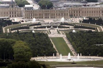 パリ近郊のベルサイユ宮殿=2011年7月(ロイター=共同)