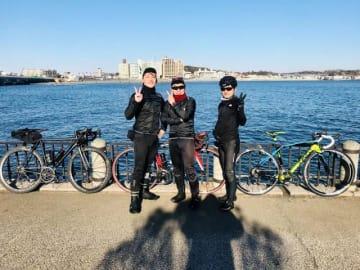 左から勝杏里さん、伊藤健太郎さん、野島