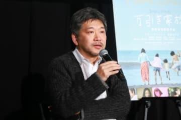 観客からの質問に答えた是枝裕和監督