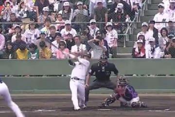 バックスクリーンに本塁打を放ったロッテ・平沢大河【画像:(C)PLM】