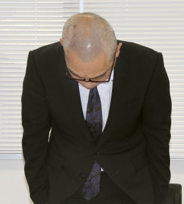 記者会見で謝罪する滋賀県甲賀市の奥田宏嗣元市議=9日午後