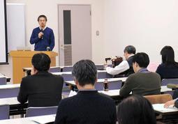 休眠預金制度の課題について理解を深めた勉強会=1月、神戸市中央区雲井通5