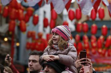 ロンドンで中国の春節を祝う新春のパレード