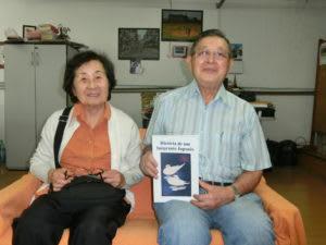 案内に訪れた忍さん(右)とその妻・文江さん