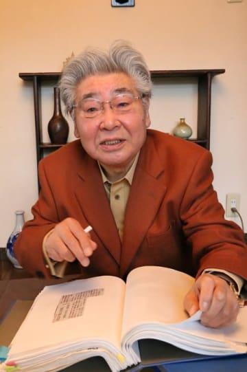 「政治腐敗を防ぐには政治倫理条例が必要」と訴える斎藤名誉教授=福岡市内
