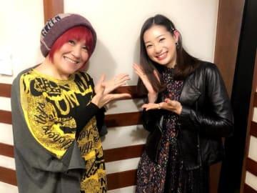松本梨香さん(左)、足立梨花