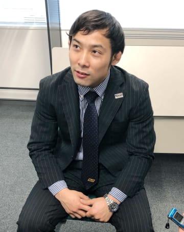 グランドスラム大会から帰国し、取材に応じる柔道男子の高藤直寿=12日、羽田空港