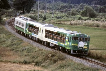 JR東日本の観光列車「びゅうコースター風っこ」(同社提供)