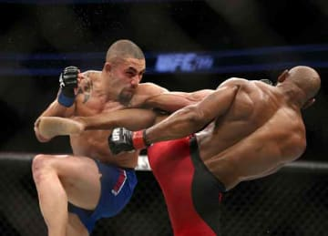 Robert Whittaker earns UFC middleweight title