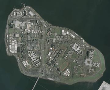 刑務所があるライカーズ島(photo: U.S. Geological Survey)