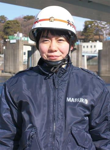 分団服を着る高田さん